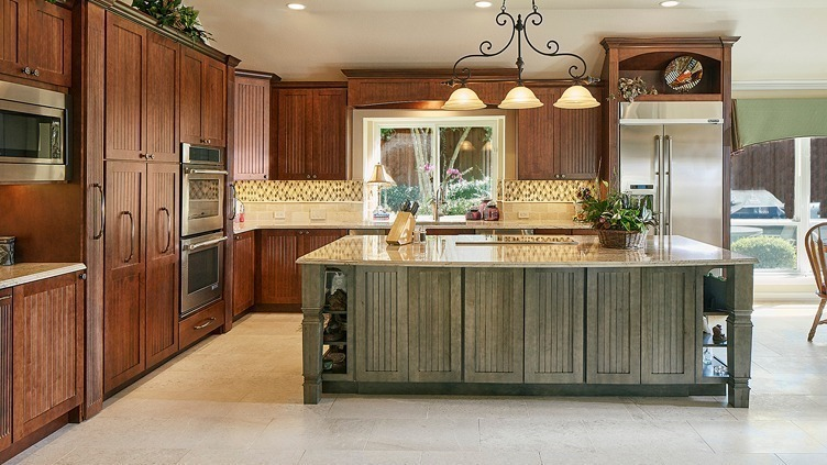 Memphis Kitchen Remodeler Showing Oak Kitchen Cabinets With An Island