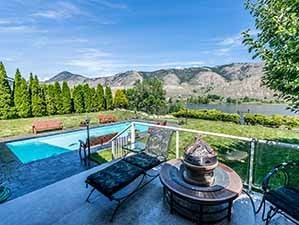 Kamloops waterfront house for sale backyard