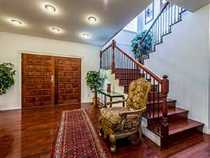Foyer Kamloops waterfront property for sale