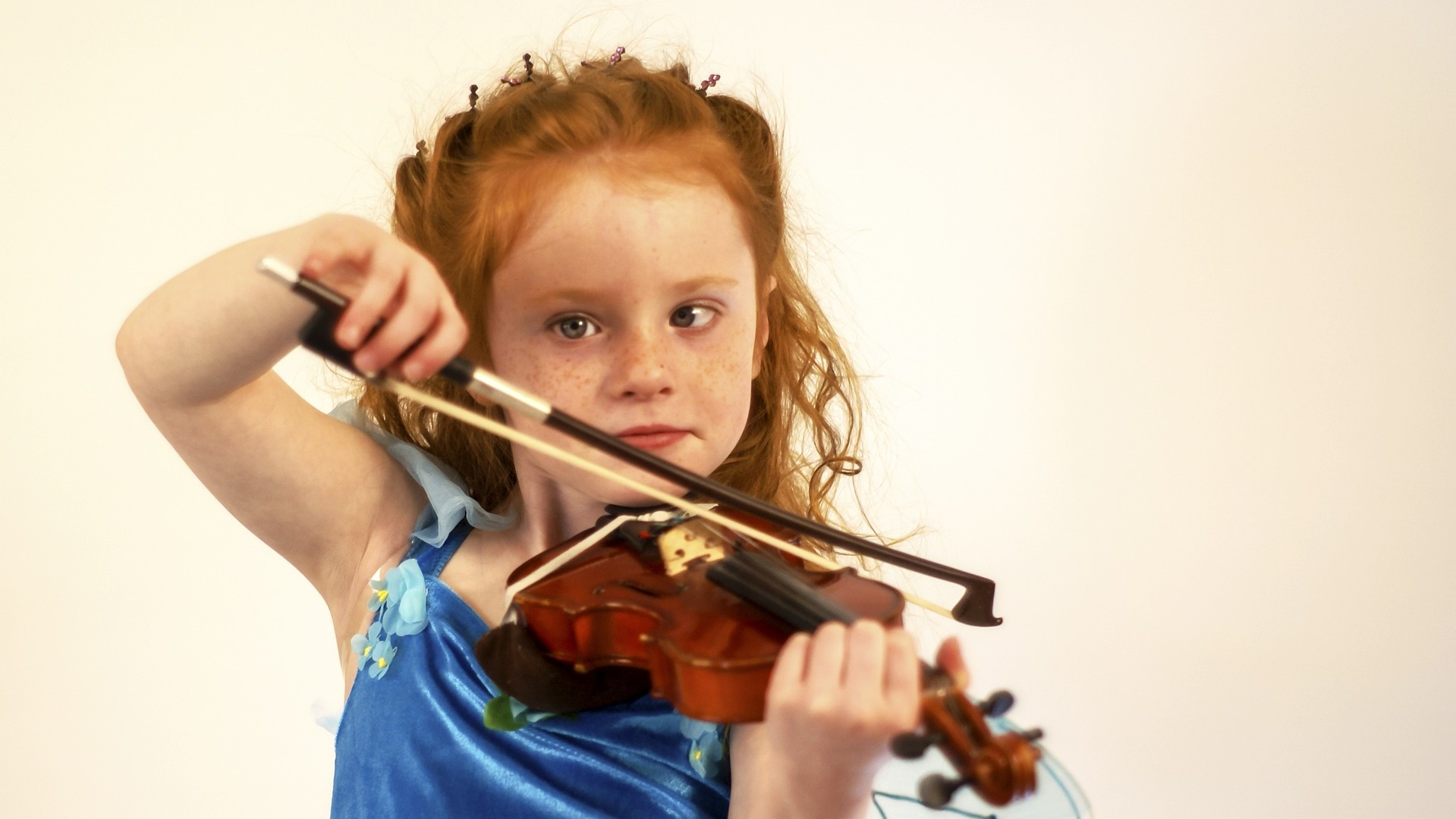 Red haired girl playing violin